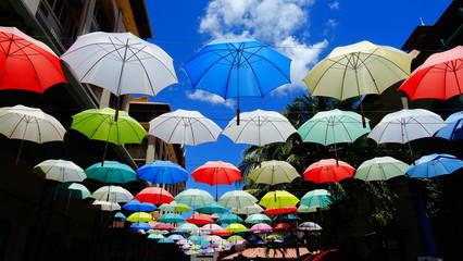 Farbige Sonnen- /Regenschirme - Mauritius / Port Louis