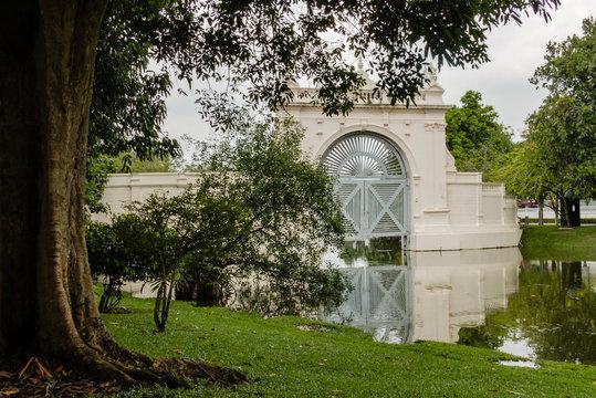 Königliche Sommerresidenz Bang Pa In: Palasttor