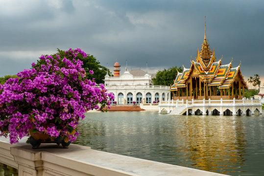 Königliche Sommerresidenz Bang Pa In: Palast mit Pavillon (Aisvarya Dib Asana)