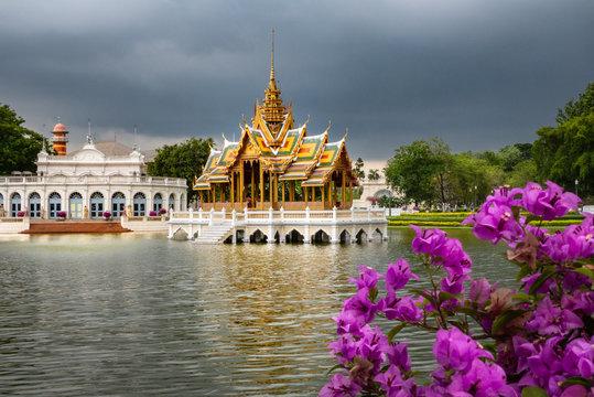 Königliche Sommerresidenz Bang Pa In: Wasserpavillon Phra Thinang Aisawan Thippayat