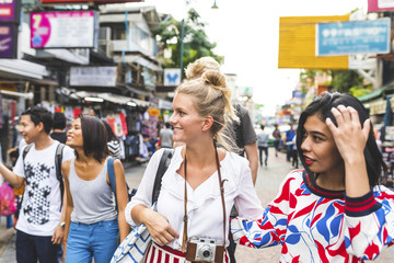 Thailand, Bangkok, Khao San Road, group of friends exploring the city