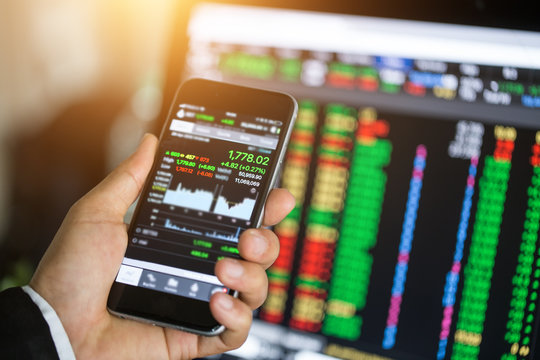 Making trading online on the smart phone. New ways to make economy and trading