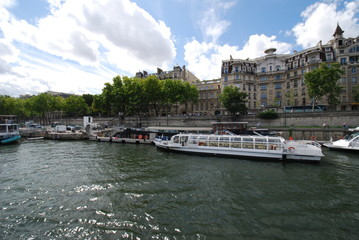 Pont de la Concorde; waterway; water transportation; boat; marina