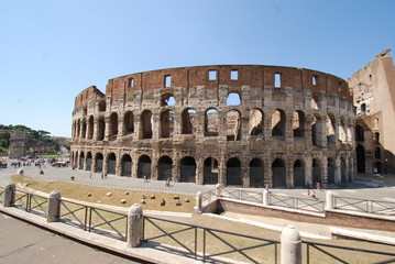 Colosseum; landmark; historic site; amphitheatre; ancient roman architecture