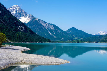 Heiterwangersee mit Alpenkulisse