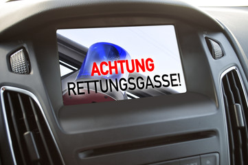 Bildschirm Monitor im Auto Rettungsgasse bilden