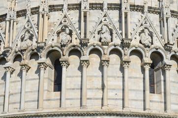Piazza dei Miracoli; arch; classical architecture; medieval architecture; building