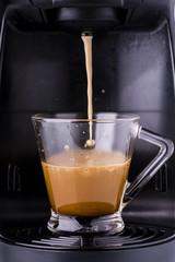 tazzina di  espresso caldo preparato con macchina del caffè