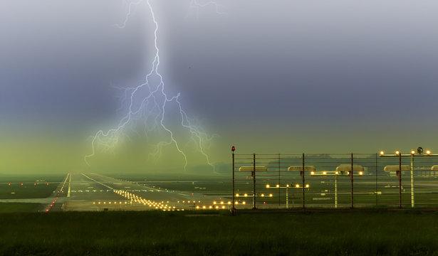 Blitz auf dem Flughafen Vorfeld