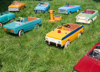 many childrens vintage toy cars