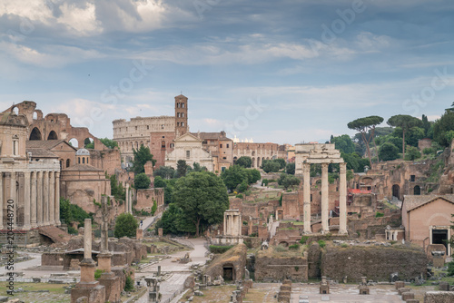 7fd7a1cb9 The Roman Forum, also known by its Latin name Forum Romanum, is a  rectangular forum surrounded by the ruins of several important ancient  government ...