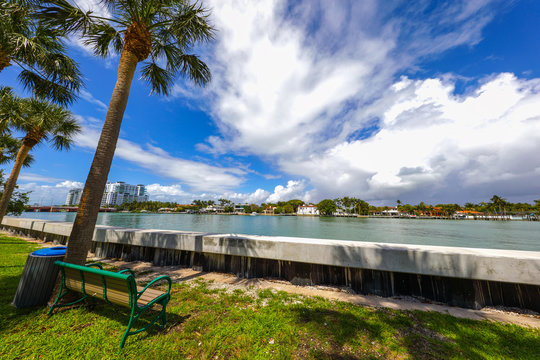Miami Beach elevated seawall to compensate for rising water levels