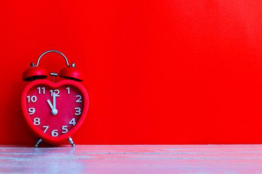 red alarm clock mark at 11.00 o'clock