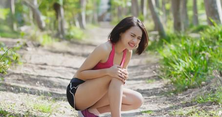 sport woman knee injury