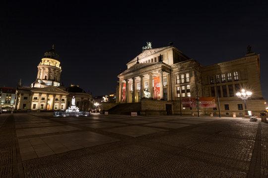 Gendarmenmarkt in Berlin bei Nacht