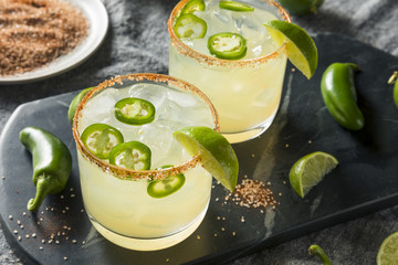 Fototapete - Homemade Spicy Margarita with Limes