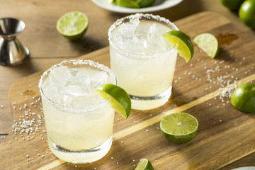 Fototapete - Alcoholic Lime Margarita with Tequila