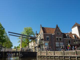 Grachtenfahrt in Alkmaar in den niederlanden