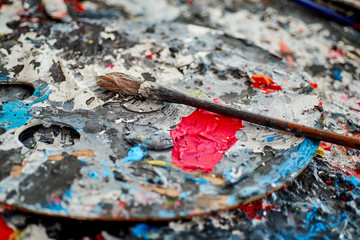artist's palette and brush