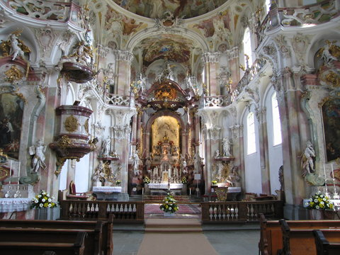 Barocker Innenraum Wallfahrtskirche Birnau am Bodensee.