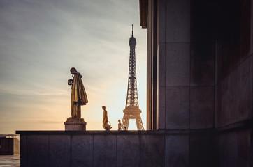Eiffelturm im Gegenlicht