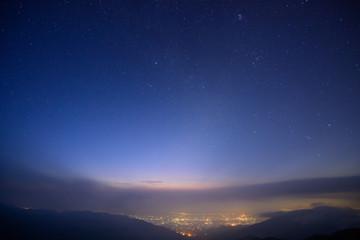 星空と安曇野の夜景 蝶ヶ岳からの眺め