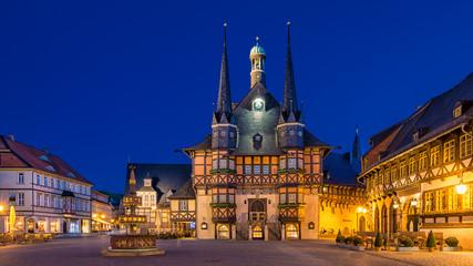 Wernigeröder Rathaus zur blauen Stunde