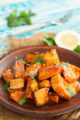 Roasted sweet potatoes with sesame