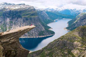 Tuinposter Scandinavië Sporty woman posing on Trolltunga Norway