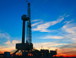 drilling rig against the backdrop of the setting sun