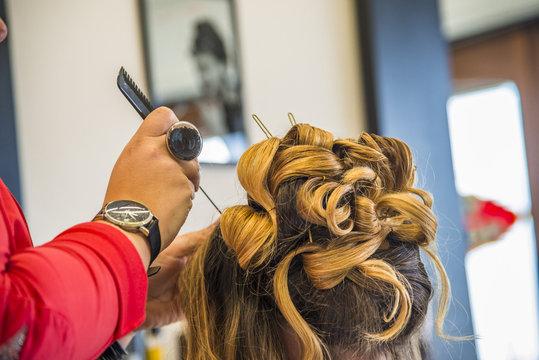 coiffeur/coiffure bouclée