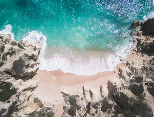 Fototapete - Aerial view of tropical sandy beach and ocean with waves.