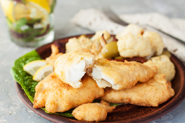 In de dag Vis Battered fish with cauliflower