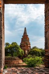 Siamesische Ruinenstadt Ayutthaya: Steinpagode, Blick durch Türöffnung