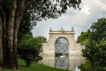 Königliche Sommerresidenz Bang Pa In: Tor zum inneren Palast