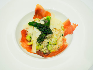 Risotto with asparagus, prosciutto and parmesan