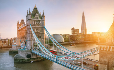Photo sur Plexiglas Lieu d Europe The london Tower bridge at sunrise