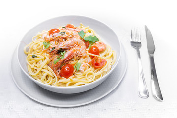 Linguine with shrimps and cherry tomatoes. The shrimps of the Mediterranean are precious crustaceans, the sauce is also accompanied by pepper and fresh parsley