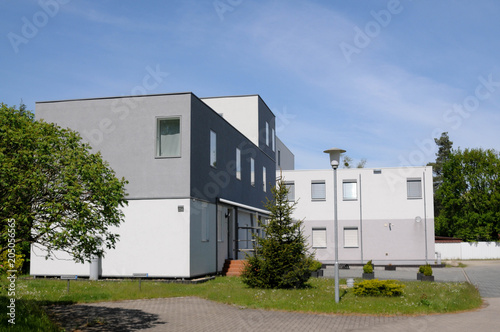 Modernes Cube Haus Wurfelhaus Grau Beton Stock Photo And Royalty