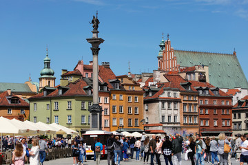 Castle Square in Warsaw full of tourists.