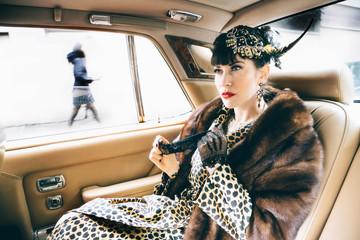 Portrait de Femme & Voiture de luxe