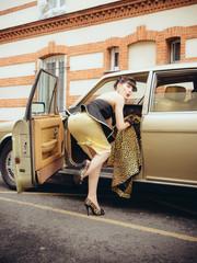 Femme & Voiture de luxe