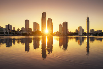 Spoed Fotobehang Australië Surfers Paradise skyline at sunrise, Australia