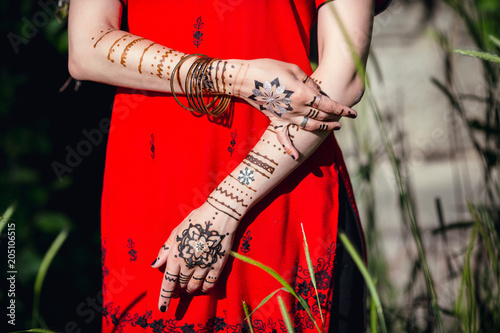 Mehendi On The Hands Of Girls Woman Hands With Brown Mehndi Tattoo