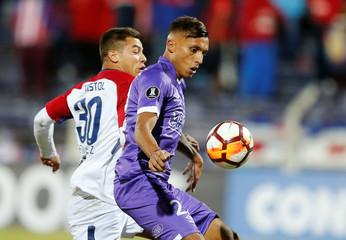 Soccer Football - Uruguay's Defensor Sporting v Paraguay's Cerro Porteno - Copa Libertadores - Luis Franzini Stadium