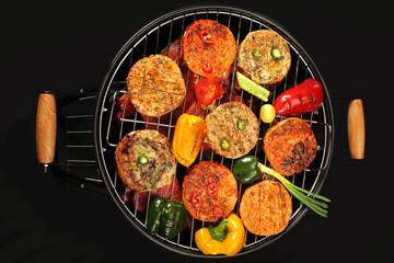Potrawy z grilla. Mięso i warzywa na grillu.