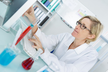 a young thoughtful female chemist working in the lab