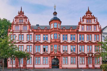 Gutenberg Museum in Mainz, Deutschland vor blauem Sommerhimmel