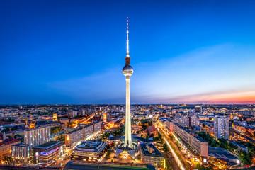 Fotomurales - Berlin Skyline am Abend mit Blick auf den Fernsehturm