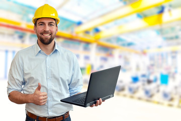 erfolgreicher Ingenieur im Maschinenbau am Arbeitsplatz // successful mechanical engineer in the workplace